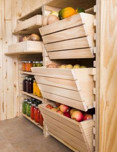 Стеллажи в погребе для хранения овощей и заготовок