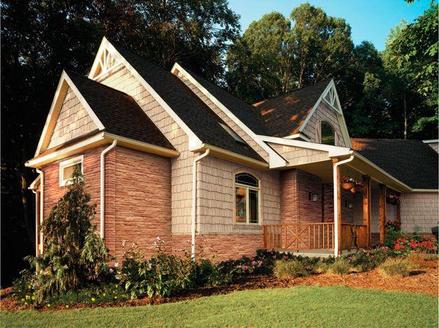 Дом облицованный сайдингом