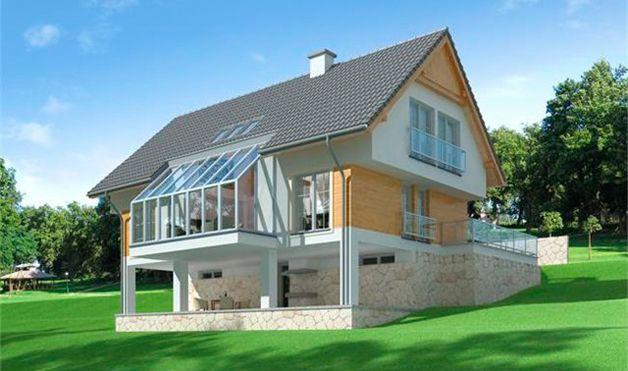 Дом с цокольным этажом на склоне