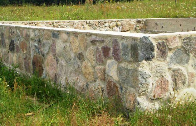 Цоколь из бутового камня