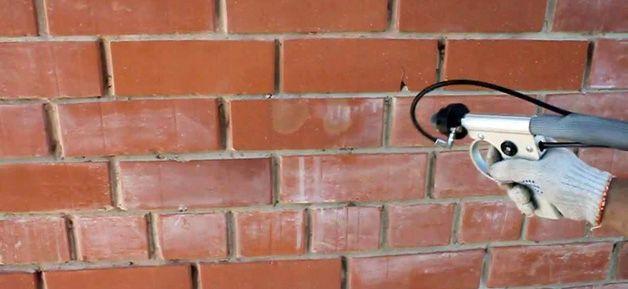 Нанесение проникающего состава на стену