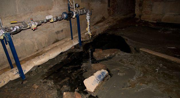 Течь канализации в подвале